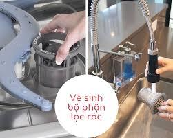 vệ sinh máy rửa bát có mùi hôi