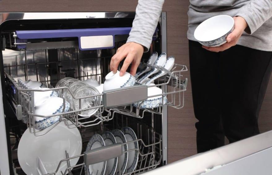 cách xếp bát vào máy rửa bát