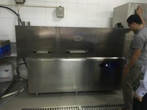 máy rửa bát băng chuyền công nghiệp