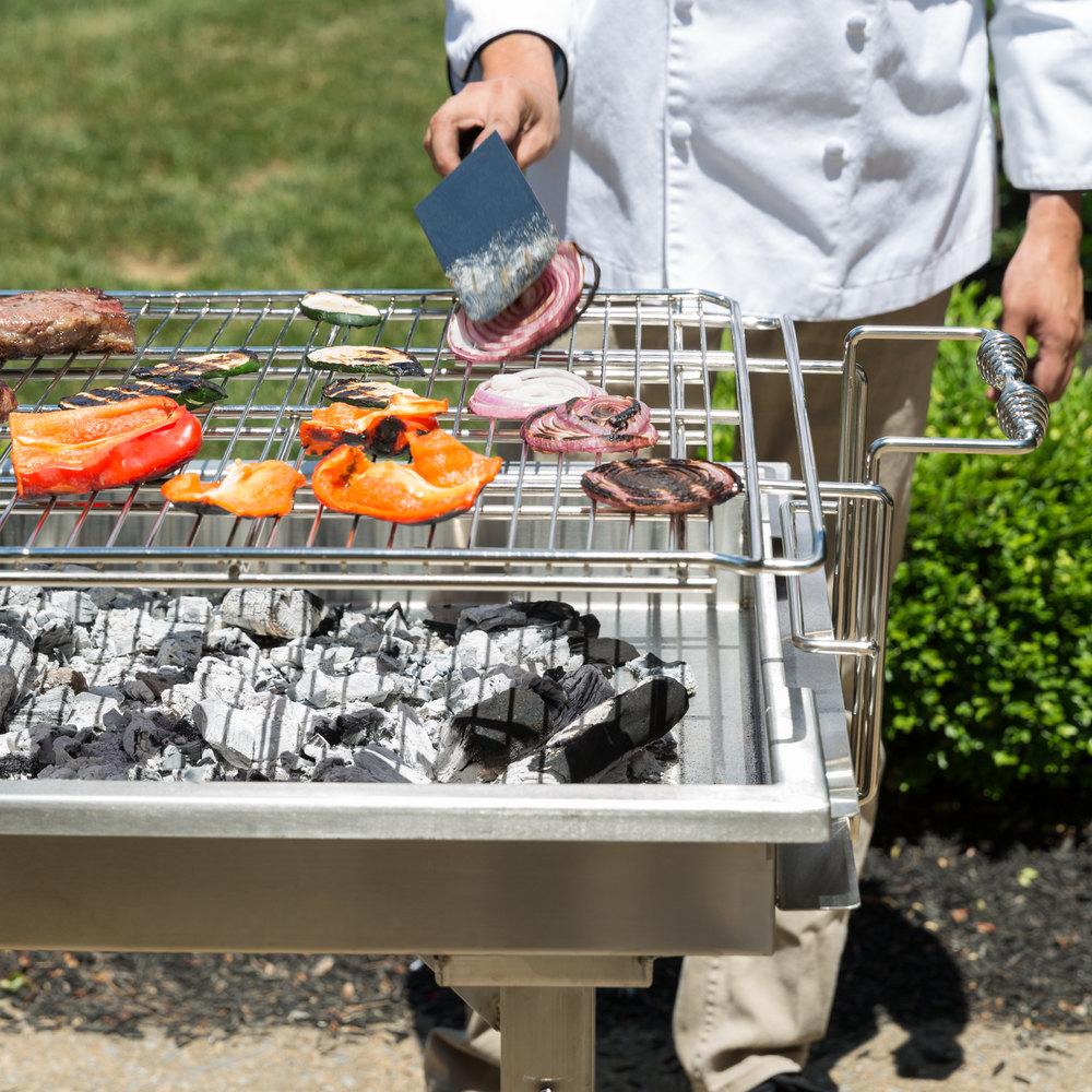 nướng và làm chín thực phẩm bằng các loại than và gỗ